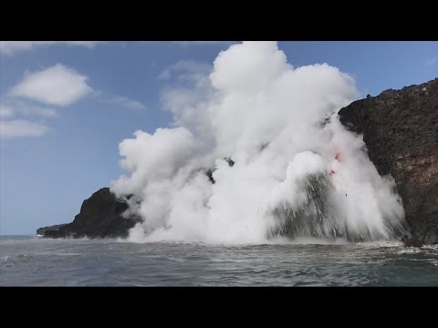 Dramatic lava firehouse spouts out of Hawaii