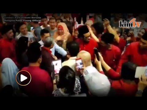 Mahathir gets hero