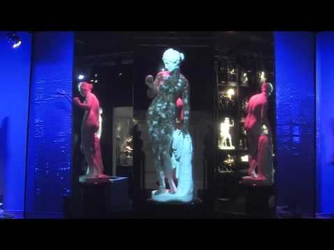 The Frilli Gallery 1860   Salone del Mobile 2015   Venus with Apple with 3D projections