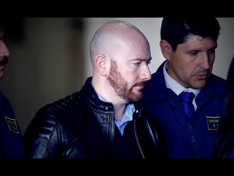 Rafael Garay: le lanzaron huevos y monedas en su llegada a tribunales - LA MAÑANA