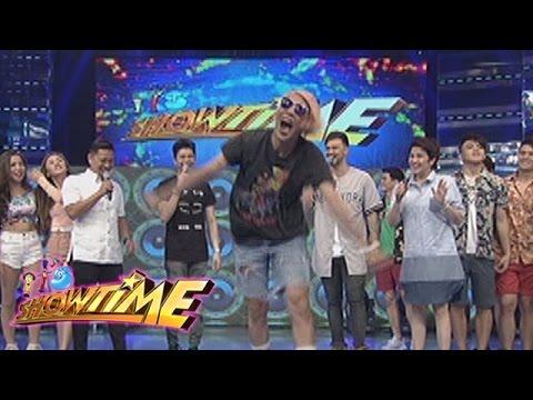 "It's Showtime: Vice Ganda dances to ""Ikaw Ang Sunshine Ko"""