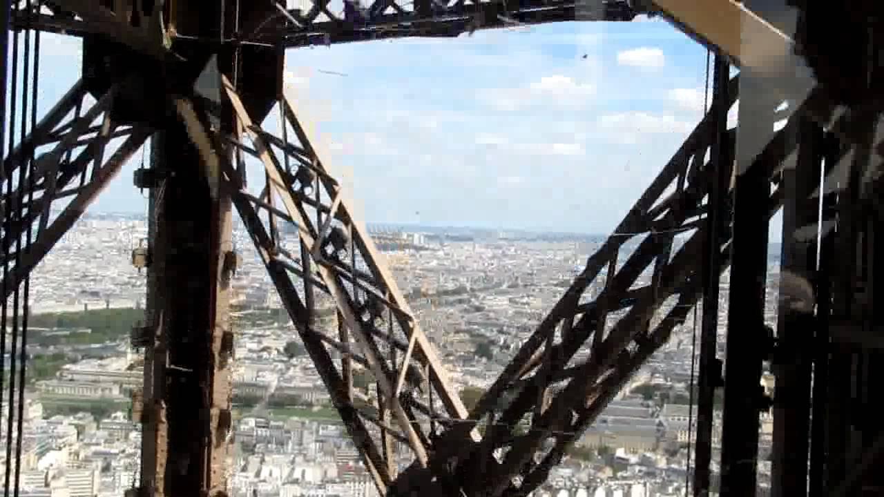 Lên đỉnh tháp Eiffel.flv