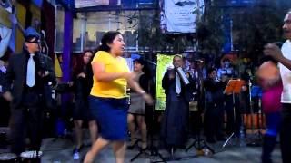 Grupo ondas musical de los Reyes Acozac, en Tepito el 10 de mayo