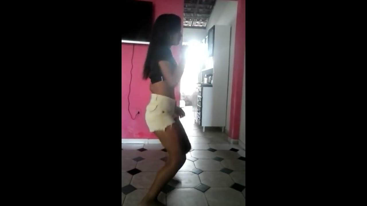 Menina de 12 anos dançando mc sapão