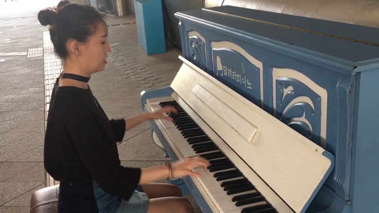 Street piano!! :)