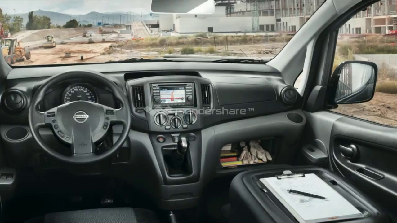 SPOTTED ! DATSUN GO CROSS 7 SEATER - YouTube