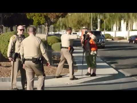 Las Vegas Police ( OFFICER GETS AN EARFUL )