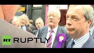 UK: Farage pops in for a pint in Newark-on-Trent