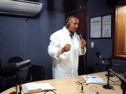 Missionário Sergio Silva Na Radio Musical 105,7 fm