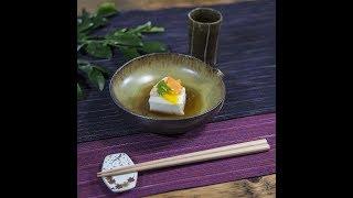 牛乳とくず粉からつくる、ほんのり甘さが感じられる豆腐。 彩り豊かな飾...