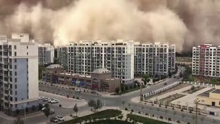 video: Watch - Huge sandstorm engulfs city in China