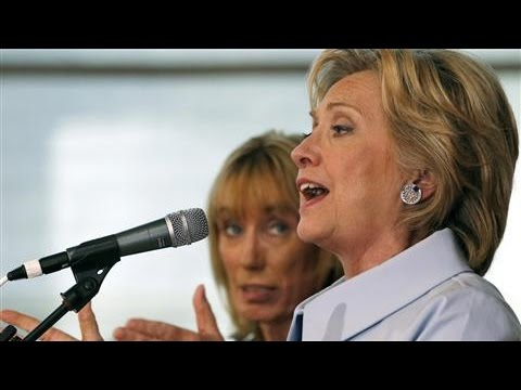 Clinton Outlines Plan to Reduce Student Debt