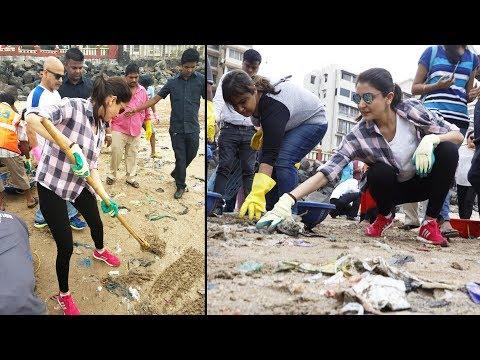 Anushka Sharma CLEANING Versova Beach | Supports Modi's Swachh Bharat Abhiyaan