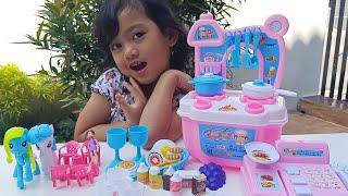 Drama Mainan Anak Masak Masakan Bersama Kuda Poni | SalsaKids