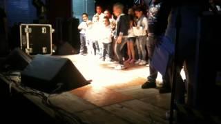 ragazzi che ballano
