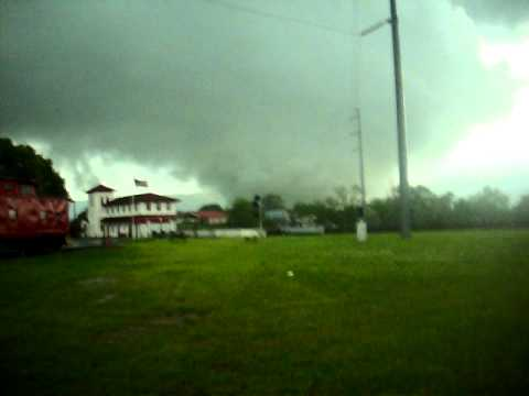 Bridgeport, Alabama tornado (EF-4) 4-27-2011 video by Dennis Lambert
