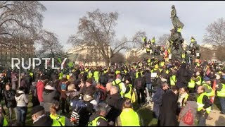 LIVE: 'Yellow Vests' and trade unions continue protests against pension reforms in Paris
