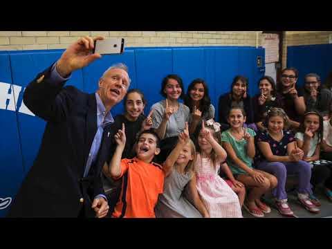 Gov. Bruce Rauner signs education funding reform bill