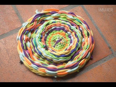 C mo hacer alfombras a mano tejidas con tela youtube for Alfombras artesanales tejidas a mano