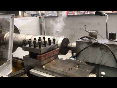 Heavy machining cutting on manual lathe from Anyang xinsheng china