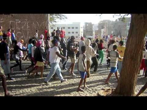 Cesaria Evora - Carnaval de Sao Vicente + lyrics