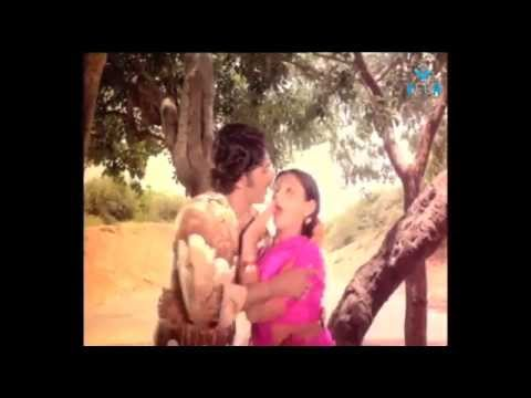 Manthoppu Kiliye Movie : Video Song