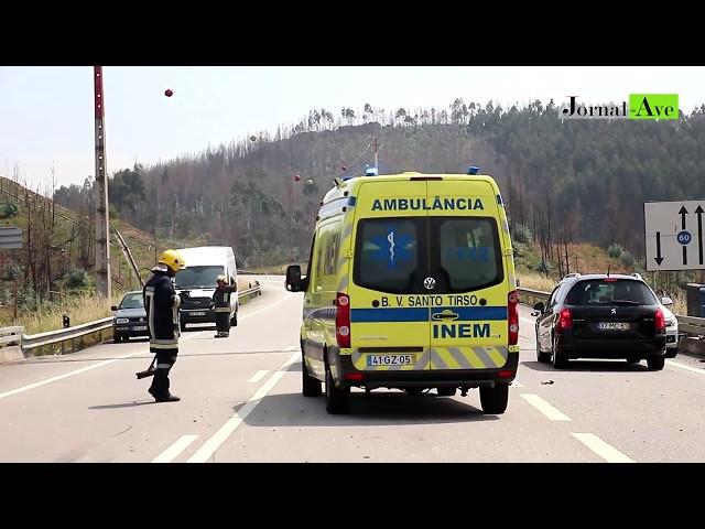 Acidente aparatoso entre dois automóveis e um camião em Agrela, Santo Tirso