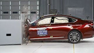 2015 Hyundai Genesis driver side small overlap IIHS crash test