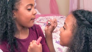 TWINS DO MAKEUP BY THEMSELVES | pt 1