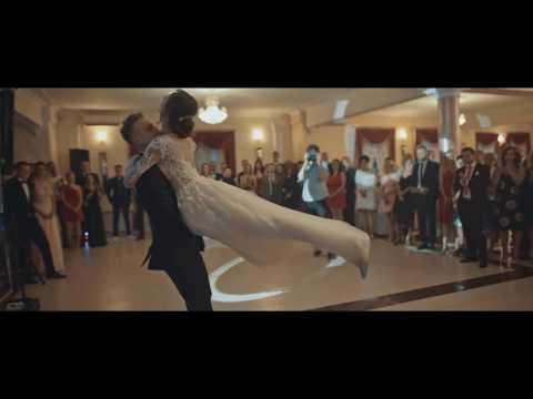Olśniewający pierwszy taniec z niespodzianką Sylwii i Pawła - Willow / September