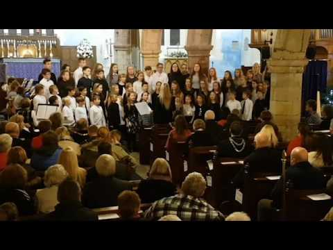 Cor Ieuenctid Sir Ddinbych yn canu / Denbighshire Youth Choir Sings