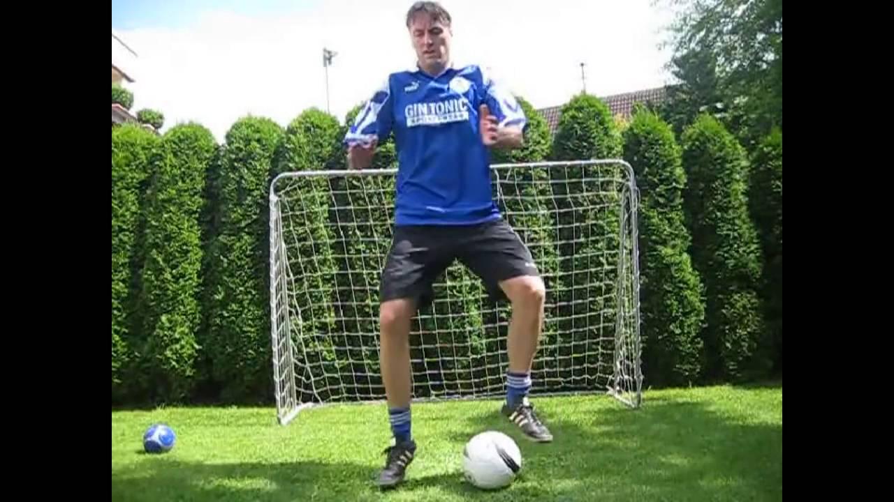 5 Ubungen In 30 Sec Bambini Fussballtraining Koordination Mit Ball