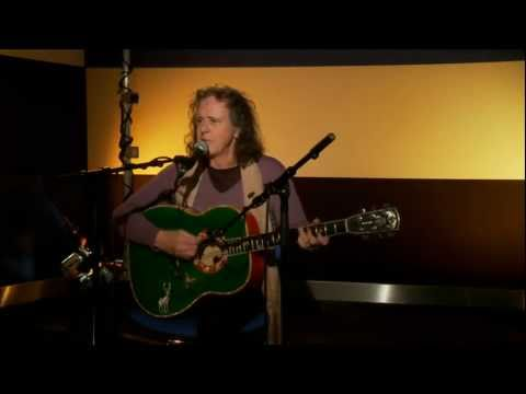 Donovan performs Sunshine Superman