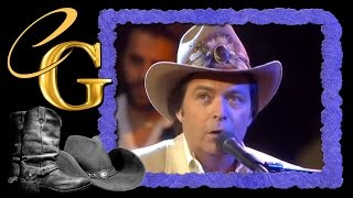 Mickey Gilley - Don't The Girls All Get Prettier At Closing Time