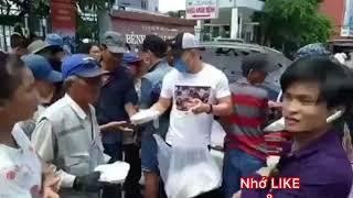 #leduongbaolam #cliphot | Clip Hot cận cảnh Lê Dương Bảo Lâm phát cơm từ thiện bị đánh giã man