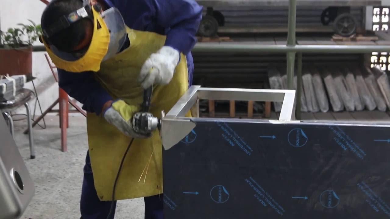 Planta de producción de equipos y mesas en acero inoxidable ...