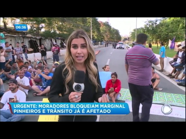 Moradores protestam contra reintegração de posse na Marginal Pinheiros (SP)
