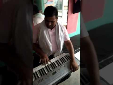 Pay backs singer in Delhi