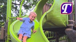 Огромная Весёлая Детская Площадка Для Детей Максим Веселится на Горках Качели Влог Видео Для Детей