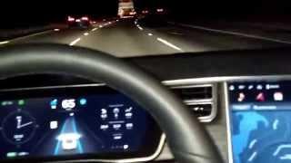 Tesla En Modo de Vehículo Autónomo (Robótico, sin conductor, auto-conducido)