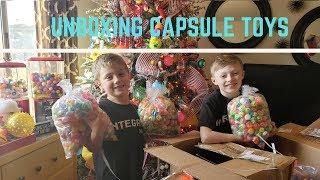 Unboxing Capsule Toys, Bouncy Balls, Stickers & A Dubble Bubble Challenge!!