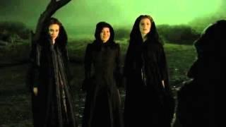 Penny Dreadful - The Nightcomers come for Vanessa in the moor (Helen McCrory, Eva Green)
