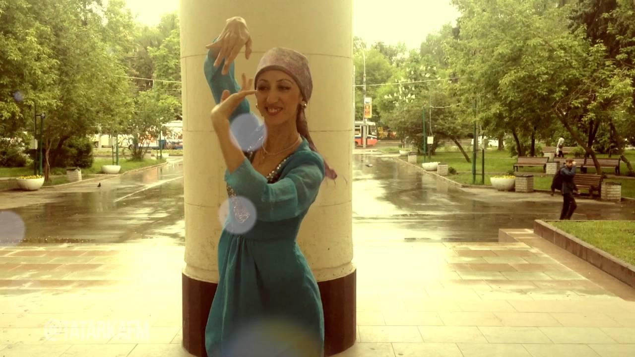 Танцует перед мужем видео