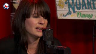 Amy Belle (UK) live yn Noardewyn Omrop Fryslân