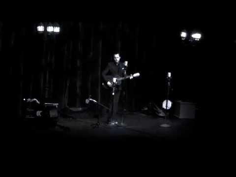 Jack White AMAZING acoustic impromptu live performance in Anchorage