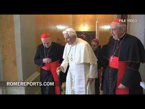 Pope welcomes Benedict XVI to the Vatican