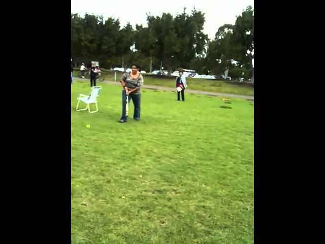 NANGI PLAYING CRICKET IN SYDNEY Travel Video