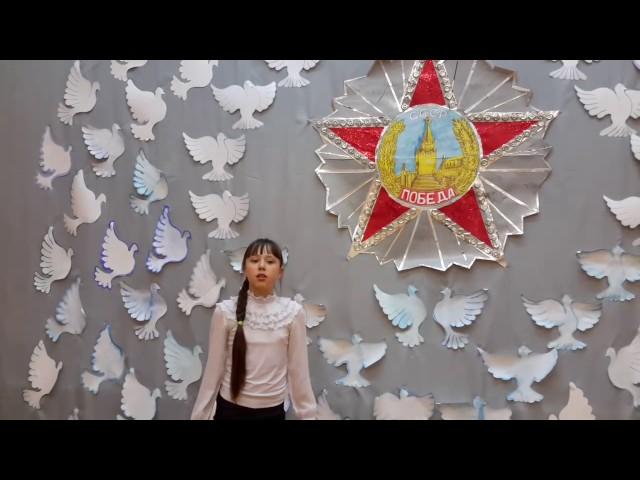 Изображение предпросмотра прочтения – ДарьяБочкова читает произведение «Памятник» (Рублев Георгий)