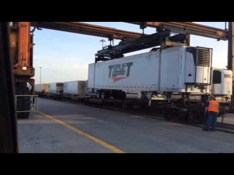 Top Lift Trailers TOFC Loading