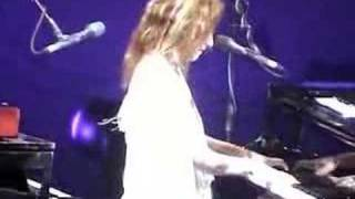 Tori Amos-Houston-04-27-03 =16= Doughnut Song